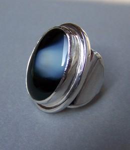Gyűrűfekete achátkővel2