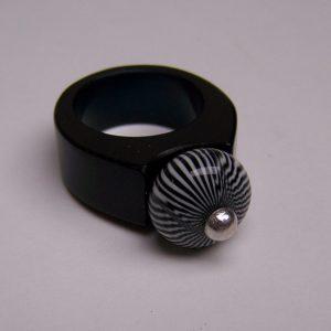 csíkosgolyós gyűrű